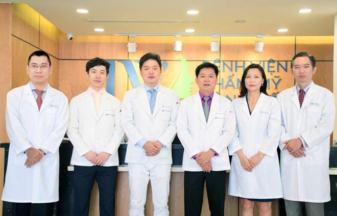 Bên cạnh đó, JW còn được tiếp đón tiến sĩ, bác sĩ Hong Lim Choi - Chủ tịch Hiệp hội thẩm mỹ mắt Hàn Quốc. Qua đó, nhiều khách hàng Việt có cơ hội tư vấn, thực hiện thẩm mỹ trực tiếp với chuyên gia Hong Lim Choi.