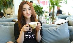 Ngân Khánh tái xuất sau 3 năm sang Singapore du học