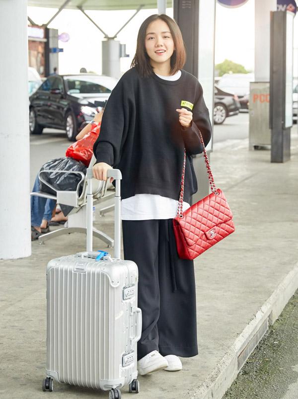Hoa hậu Đỗ Mỹ Linh đọ mặt mộc với Phương Ly ở sân bay - 4