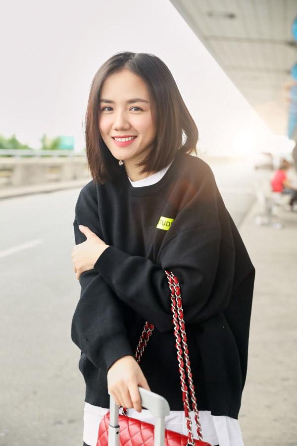 Hoa hậu Đỗ Mỹ Linh đọ mặt mộc với Phương Ly ở sân bay - 5
