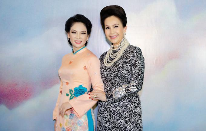 Thủy Hương và Diễm My vui vẻ hội ngộ. Họ là haingười bạn thân thiết mấy chục năm qua, từ thời mới nổi tiếng ở vai trò người mẫu ảnh lịch những năm 90 cho đến tận bây giờ.