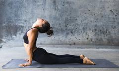 8 tư thế yoga giảm mỡ thừa vùng bụng ai cũng làm được