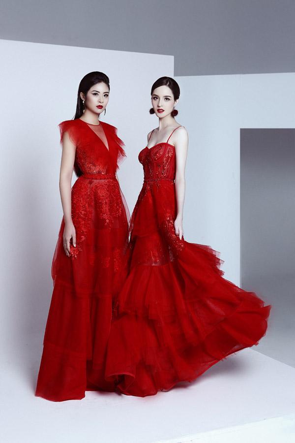 Trong bộ ảnh thời trang mới, Ngọc Hân và Hoàng Anhcó dịp đọ nhan sắc với các trang phục dạ hội màu đỏ rực của NTK Hà Duy. Nếu như Ngọc Hân ngày càng mặn mà khi Hoàng Anh lại thêm phần sexy hơn từ khi lấy chồng, sinh con.