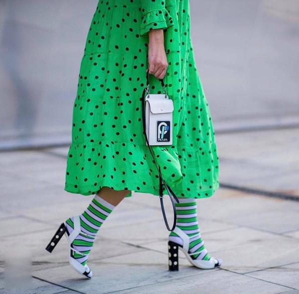 Khi điểm qua các món phụ kiện thịnh hành, không thể không nhắc đến các kiểu túi mini hứa hẹn bùng nổ ở mùa thu đông 2018 và xuân hè 2019.