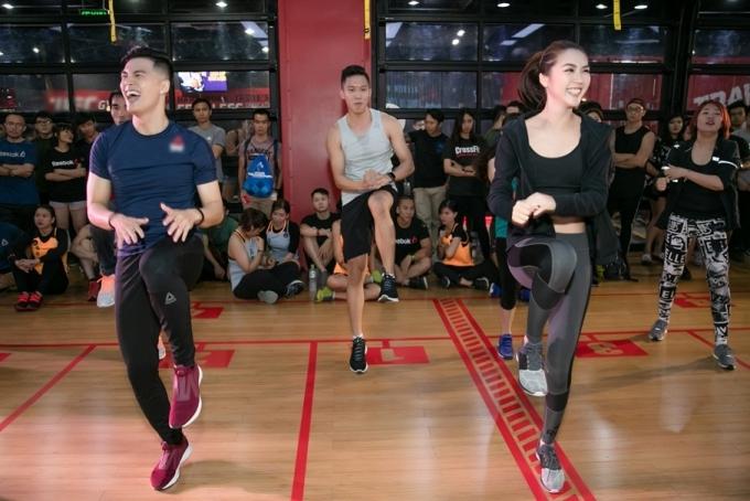 Lâm Vinh Hảithường xuyên giữ thói quen đến phòng gym đều đặn để rèn luyện nâng cao sức bền. Vốn là một vũ công, anh dễ dàng bắt nhịp theo âm nhạc khi thực hiện thử thách cùng Tường Linh.
