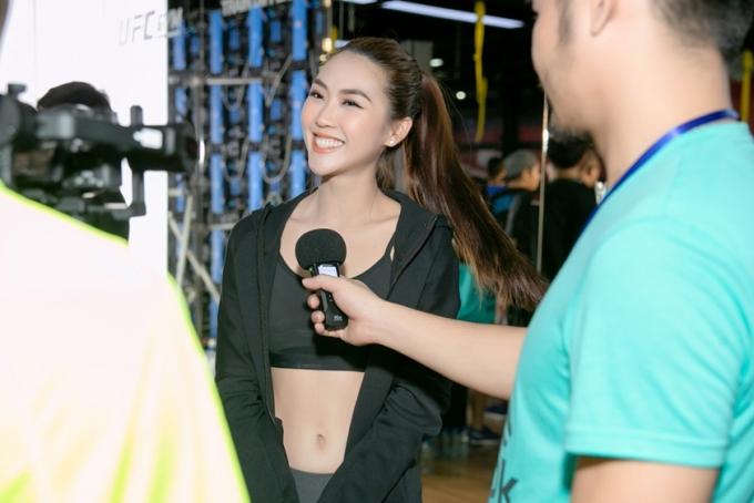 Tường Linh từng đăng quang Hoa khôi Phú Yên, Hoa hậu Sắc đẹp Châu Ávà lọt top 17 Hoa hậu Liên Lục Địa 2017. Cô cũng giành ngôi vị Á quân The Face 2017.