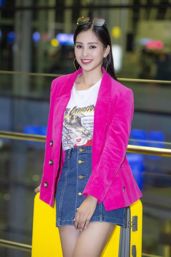 Sự rụt rè trong giao tiếp và kỹ năng tiếng Anh chưa tốt khiến nhiều khán giả lo lắng cho Tiểu Vy tại cuộc thi Miss World. Tuy nhiên, người đẹp 18 tuổi tỏ ra quyết tâm và sẽ nỗ lực rèn luyện trong thời gian tới cùng sự hỗ trợ chặt chẽ từ ban tổ chức.
