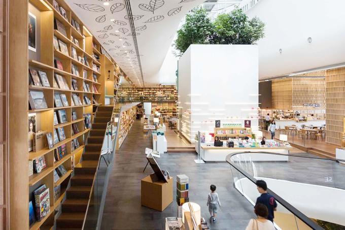Open House có chức năng vừa là quán cà phê, vừa là thư viện sách, vừa là không gian làm việc chung, đồng thời cũng có nhiều không gian dành cho các triển lãm, cửa hàng văn phòng phẩm. Công trình được chia làm nhiều không gian rất khoa học và đẹp mắt,tận dụng tối đa ánh sáng mặt trời phía trần nhàđể tiết kiệm điện vào ban ngày.