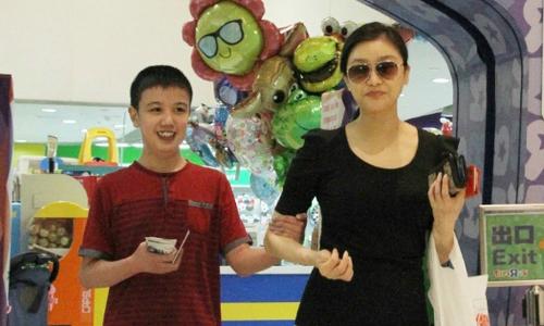 Hoa hậu Trung Quốc Malaysia không lấy chồng, 15 năm chăm con bị bệnh tim