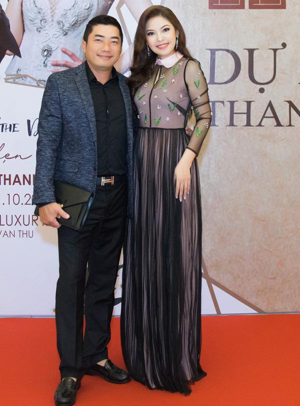 Diễn viên Kinh Quốc tới chúc mừng đồng nghiệp chuyển hướng thành công sang vai trò nhà sản xất phim và bà bầu các cuộc thi nhan sắc. Bản thân anh đang phấn đấu trở thành đạo diễn.