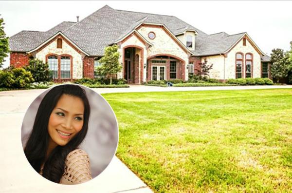 Năm 2018, gia đình Hồng Ngọc chuyển về sống tại một căn biệt thự tại California (Mỹ). Trước đó, nữ ca sĩ cùng chồng con sống tại một căn nhà nhỏ hơn tại bang Texas.
