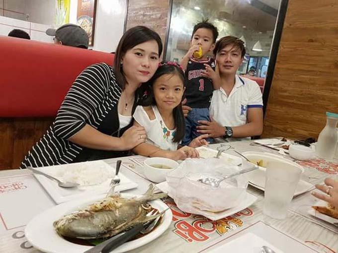 Brielle bên bố mẹ và em trai. Ảnh: Viral Press.