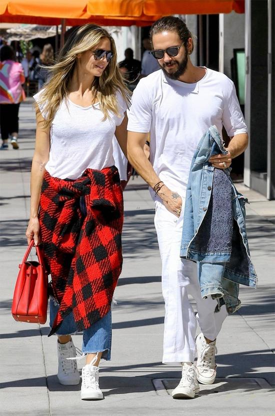 Heidi Klum và Tom Kaulitz mặc ton sur ton đi ăn trưa hôm thứ hai, 1/10. Cặp sao trông rất đẹp đôi dù chênh nhau tuổi tác đáng kể.