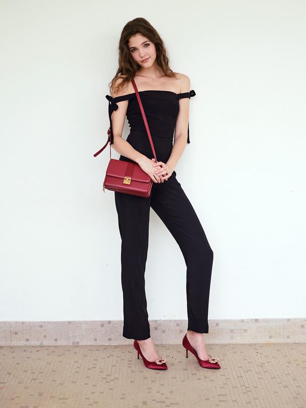 Bộ sưu tập túi của Pazzion gồn nhiềuthiết kế chất lượng vớimức giá phù hợp: từ những chiếc túi tote rộng rãi, túi đeo chéo năng độngtớiví cầm tay thanh lịch. Dù theo đuổi phong cách nào, bạn gái cũng có thể tìm thấy một món phụ kiện phù hợp ở Pazzion.