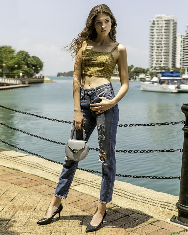 Giày High Heel cổ điển dễ dàng mix & match với nhiều kiểu quần áo, từ váy đến quần denim sờn hay quần bó.