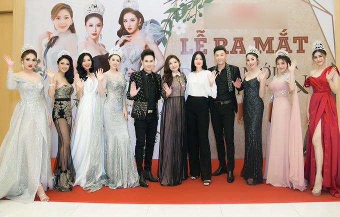 Sự kiện còn có ca sĩ Nguyên Vũ, siêu mẫu Nam Phong và nhiều người đẹp tham dự.