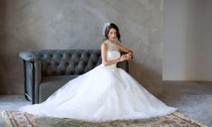 MC Quỳnh Chi gợi ý váy cưới ren bồng bềnh cho cô dâu mùa thu