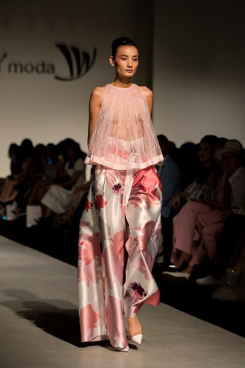 100-sac-thai-forever-young-tai-ivy-moda-fashion-show