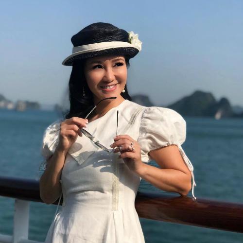 Ca sĩ Hồng Nhung được khen trẻ đẹp như mới 35 tuổi dù hiện tại cô đã 48 tuổi.