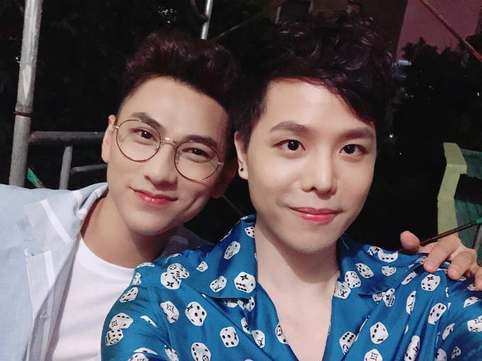 Isaac và Trịnh Thăng Bình selfie đọ vẻ đẹp trai.