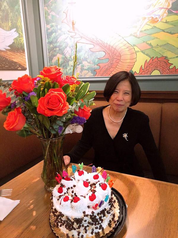 Dù đã bước sang tuổi 80 nhưng mẹ chồng của Thanh Thảo vẫn có ngoại hình tươi trẻ.