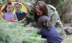 Kate đi săn nhện cùng Charlotte và George những lúc rảnh rỗi