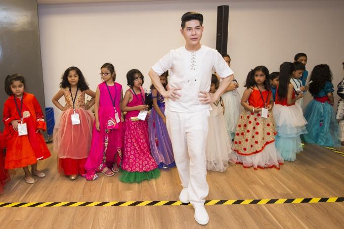 Đạo diễn Nguyễn Hưng Phúc thực hiện tuần lễ thời trang trẻ em Ấn Độ - 1