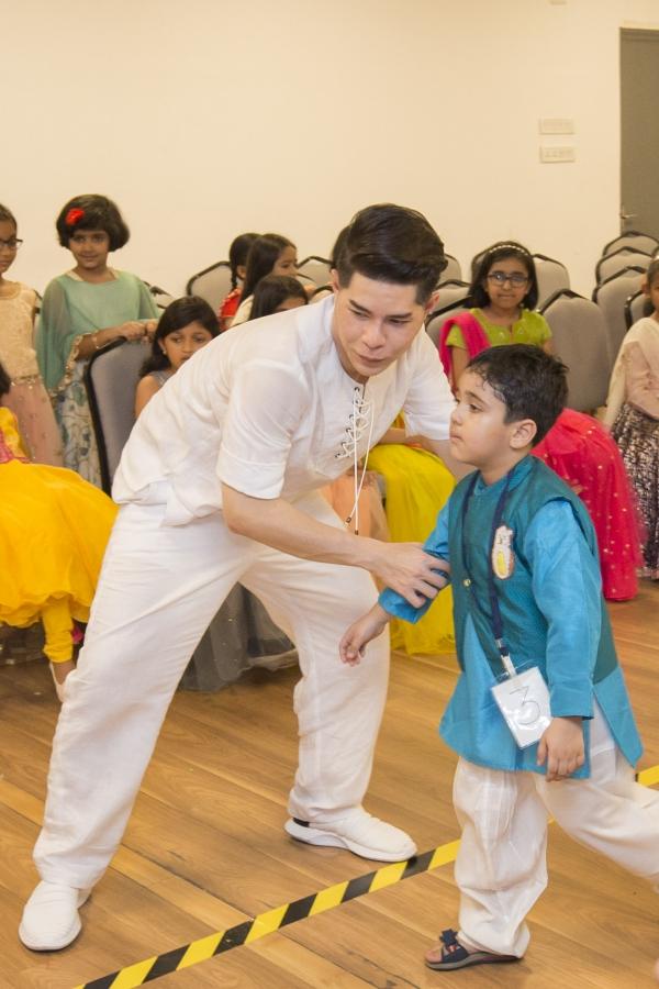 Đạo diễn Nguyễn Hưng Phúc thực hiện tuần lễ thời trang trẻ em Ấn Độ - 2