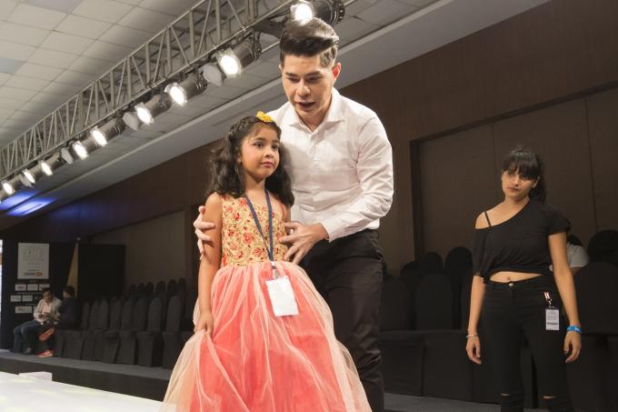 Đạo diễn Nguyễn Hưng Phúc thực hiện tuần lễ thời trang trẻ em Ấn Độ - 5