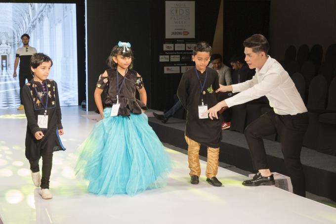 Đạo diễn Nguyễn Hưng Phúc thực hiện tuần lễ thời trang trẻ em Ấn Độ - 6