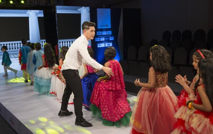 Đạo diễn Nguyễn Hưng Phúc thực hiện tuần lễ thời trang trẻ em Ấn Độ - 7