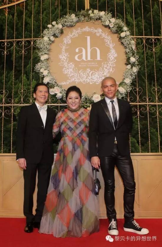Hướng Hoa Cường cùng vợ và con trai tới dự đám cưới Huỳnh Hiểu Minh và Angelababy.