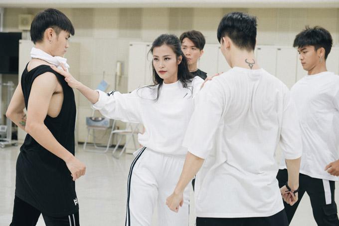 Đông Nhi tập luyện trước giờ biểu diễn tại Japan Music Festival 2018 - 3