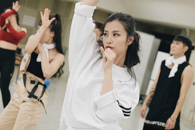 Đông Nhi tập luyện trước giờ biểu diễn tại Japan Music Festival 2018 - 4