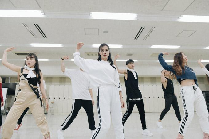 Đông Nhi tập luyện trước giờ biểu diễn tại Japan Music Festival 2018 - 6