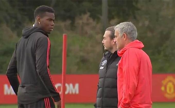 Thời gian vừa qua, mối quan hệ giữa Pogba và Mourinho rất căng thẳng. Ngôi sao người Pháp nhiều lần thẳng thừng chê chiến thuật của HLV người Bồ Đào Nha. Trong khi đó, Mourinho tước băng đội trưởng của Pogba và cấm anh phát ngôn với giới truyền thông.