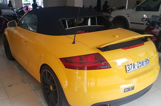 Tang vật chiếc Audi mà Sơn dùng kiếm chém ngày 24/9.