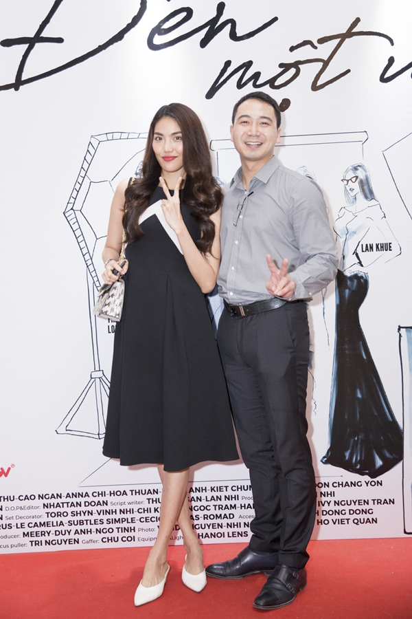 Từ khi cầu hôn, Lan Khuê và Tuấn John thoải mái xuất hiện bên nhau. Họ lần đầu đồng hành trên thảm đỏ ở một sự kiện ra mắt phim vào đầu tháng 7 vừa qua.
