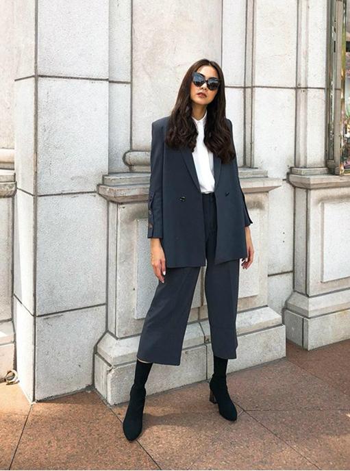 Là một người yêu thời trang vì thế Hà Tăng không ngừng cập nhật những xu hướng thời trang đang được các fashionista thế giới ưa chuộng.