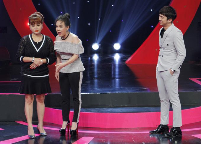 Trong chương trình, Lê Giang tỏ ra buồn bã vì gần đây cô bị nhiều người chê béo. Việt Hương phải an ủi đồng nghiệp và cho rằng những lời khen chê đôi khi chỉ là cách mọi người thăm hỏi, chào hỏi xã giao với nhau.