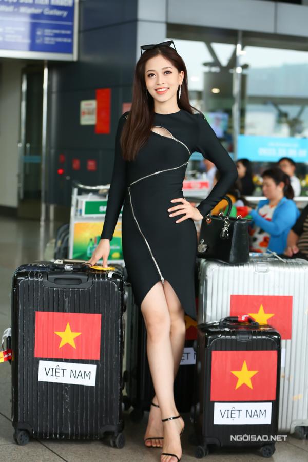 Chỉ có vỏn vẹn hơn một tuần chuẩn bị, Phương Nga vẫn cảm thấy yên tâm nhờ sự hỗ trợ sát sao từ ban tổ chức Hoa hậu Việt Nam và các nhà thiết kế thân thiết.