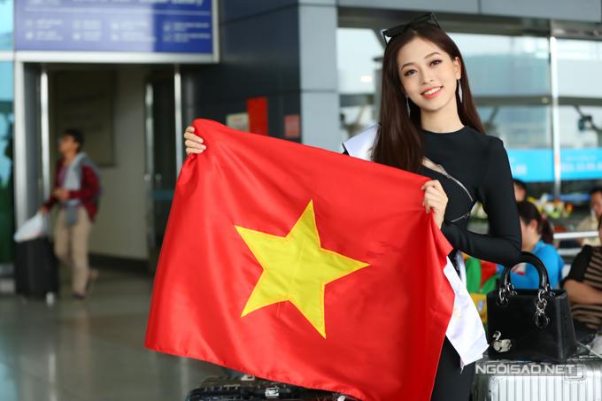 Phương Nga mang tổng cộng 100 kg hành lý sang Myanmar.