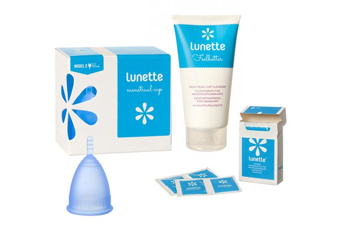 Bộ cốc nguyệt san Lunette nhập khẩu chính hãng có màu xanh dương, size 1 hộp hoa; túi lụa Satin bảo quản cốc nguyệt san chuyên dụng; nước vệ sinh cốc nguyệt san Feelbetter dạng gel đặc (tuýp 150 ml); giấy lau tiệt trùng cốc nguyệt san Cup Wipe (hộp 10 gói nhỏ). Sản phẩm giảm giá 33% còn 1,299 triệu đồng.