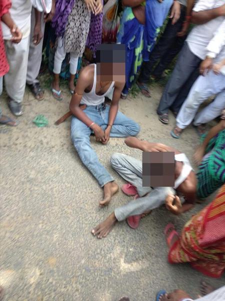 Ba kẻ tình nghi bị dân làng bắt tại hiện trường. Ảnh: The Sun.