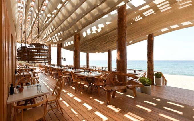 Nhà hàng có phần mái chuyển động theo gió như thôi miên