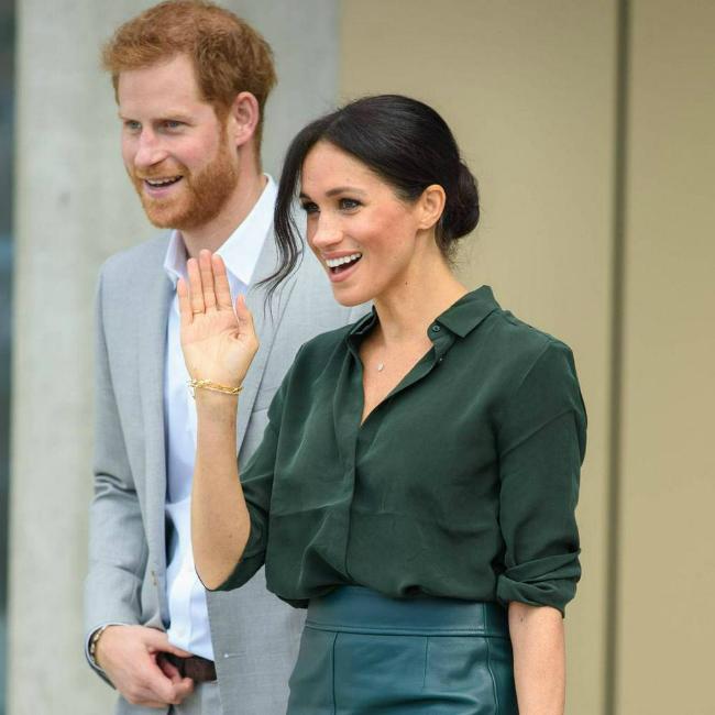 Meghan cùng Hoàng tử Harry tới thăm hạt Sussex - nơi cặp vợ chồng được phong tước vị sau đám cưới.