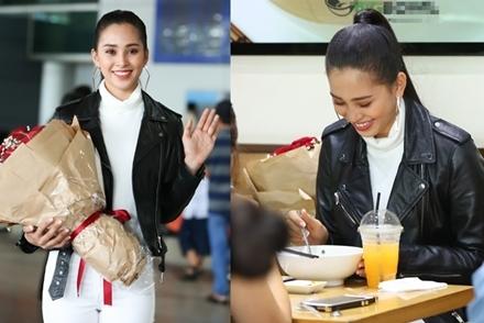 Hoa hậu Tiểu Vy ăn phở ở sân bay khi vừa từ Pháp về