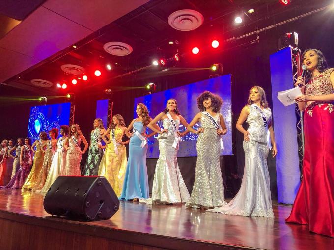 Vừa qua, tại San Pedro Sula (thành phố của Honduras), đêm chung kết cuộc thi Miss Universe Honduras đã diễn ra, nhằm tìm kiếm chủ nhân chiếc vương miện Hoa hậu Hoàn vũ 2018 của nước này.
