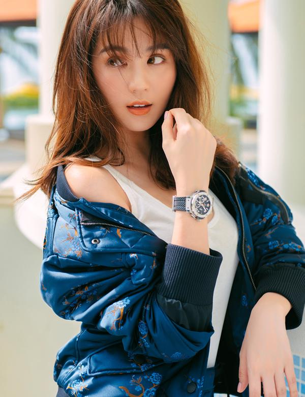 Chiếc đồng hồ đắt nhất của Ngọc Trinh có giá tới 11.000 USD (tương đương hơn 2 tỷ đồng).