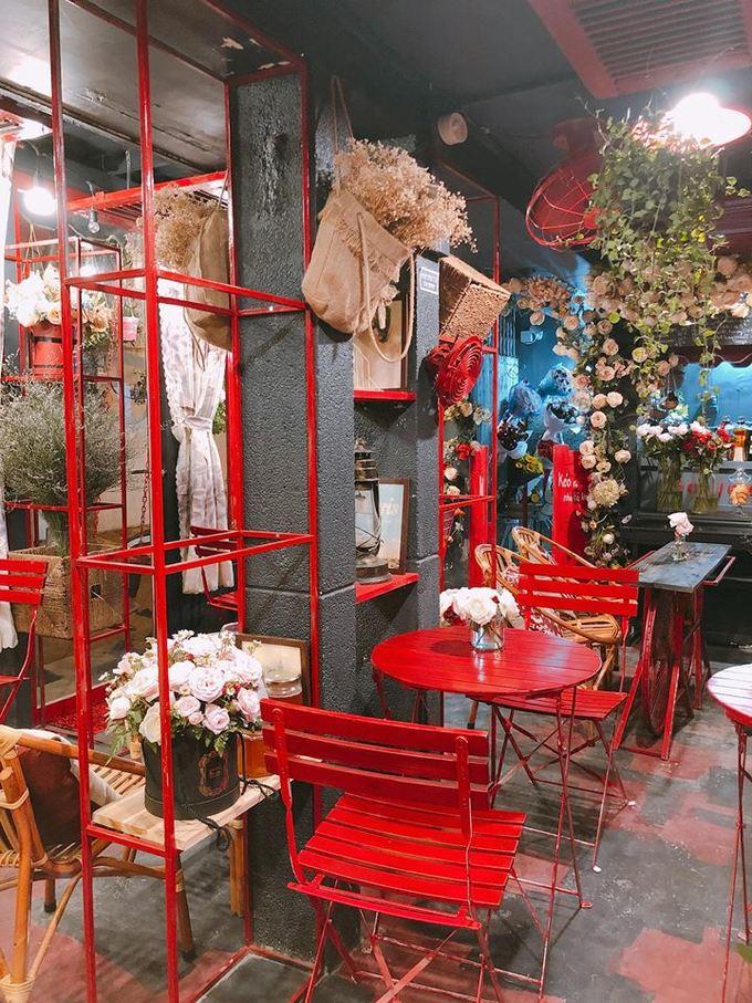 Quán cà phê hoa đẹp như cổ tích ở Sài Gòn